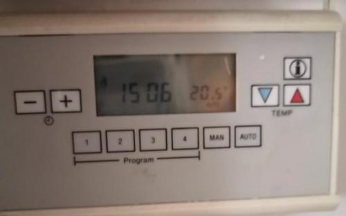 Prostorový termostat Honeywell CM 41 - otevřený